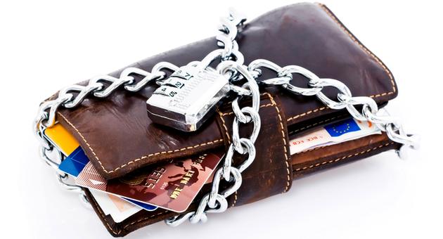 Могут ли приставы наложить арест на кредитную карту и снять деньги