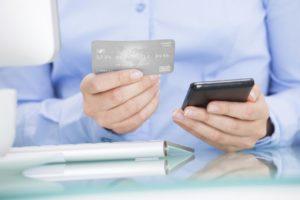 Снятие наличных с кредитной карты Сбербанка — комиссии и лимиты