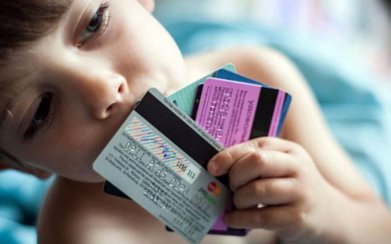 Можно ли получить банковскую карту в 14 лет, оформленную на себя