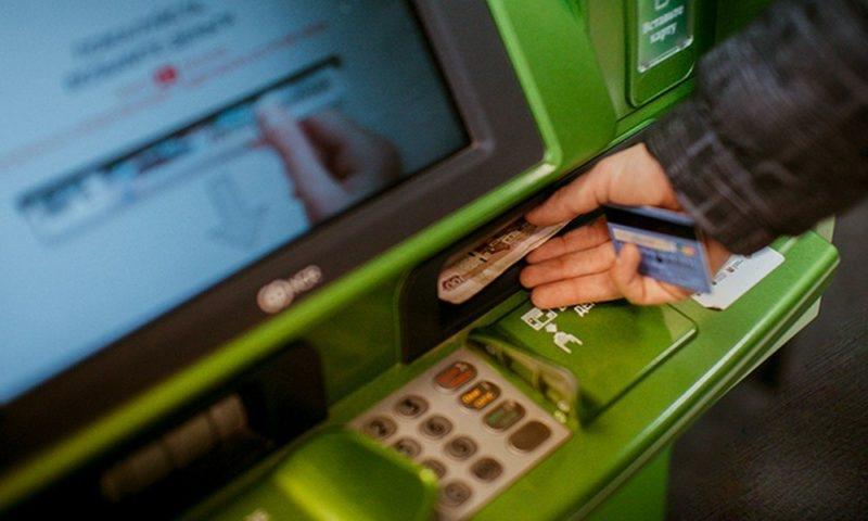 Сколько можно положить на карту Сбербанка через банкомат в день