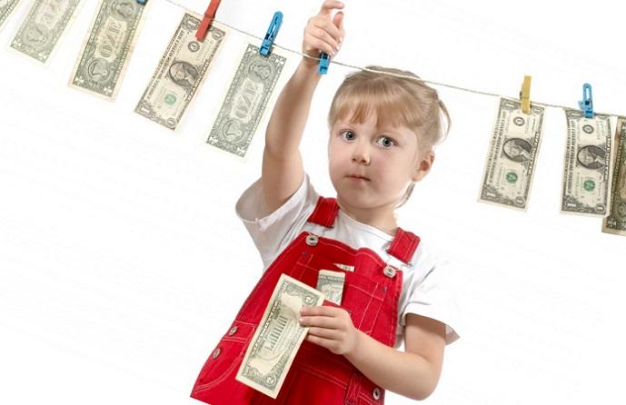 Могут ли судебные приставы снимать деньги с детского пособия