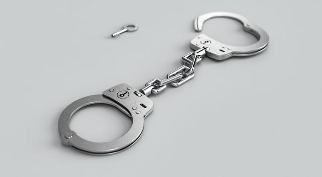 Как правильно себя вести, когда арестовали счет в Сбербанке?